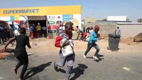 Booliska Koonfur Afrika iyo kooxo burcad ah oo dil iyo dhac u geystay muwaadiniin Soomaaliyeed